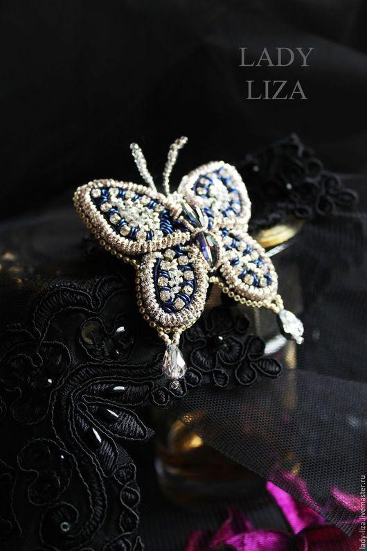 Броши ручной работы. Брошь Ночная бабочка, вышивка бисером, темно-синий, Мотылек, синий. LADY-LIZA Салон украшений. Ярмарка Мастеров.
