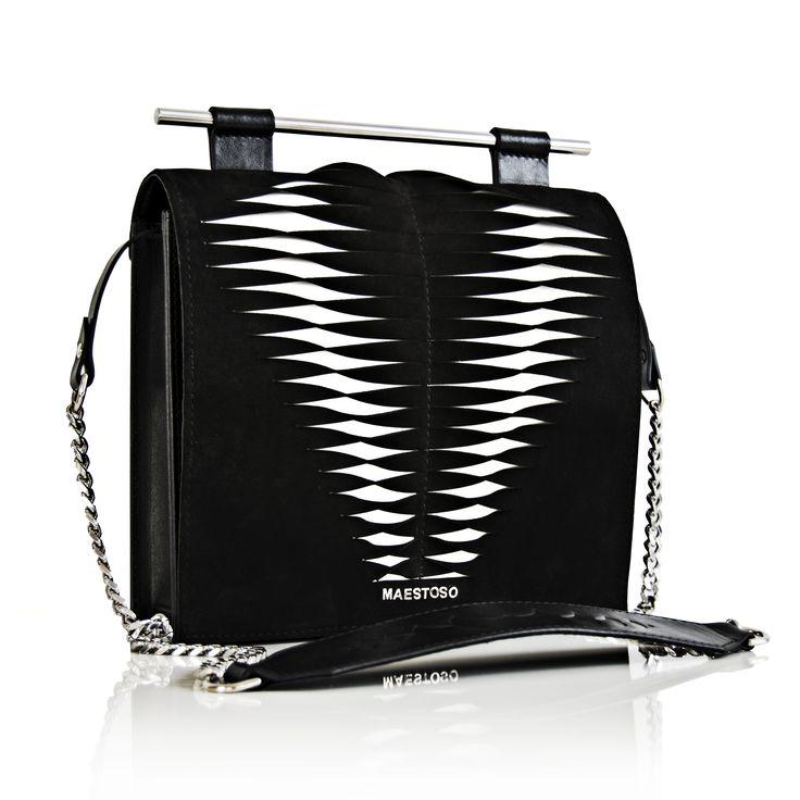 Maestoso Twisted Spine Bag. Tridimensional design leather bag.