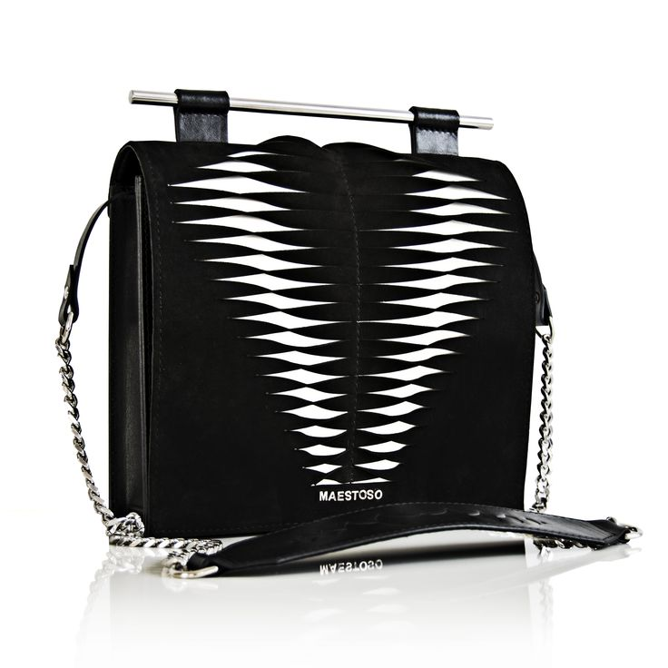 Maestoso Twisted Spine Bag. Tridimensional design leather bag.