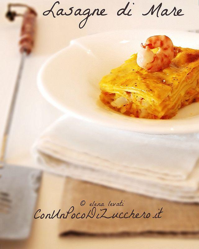 Lasagne di mare - seafood lasagna- https://conunpocodizucchero.wordpress.com/2014/12/13/lasagne-di-mare-alla-zucca-con-ragu-di-gamberi-e-salmone-affumicato/