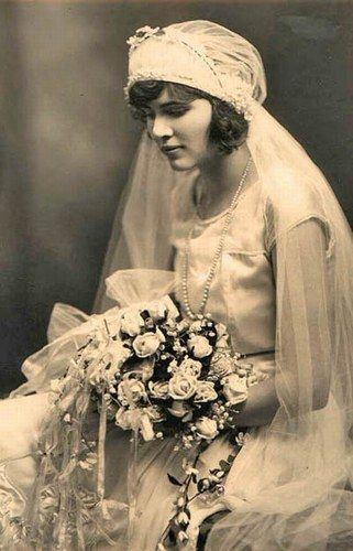 Les 25 meilleures id es de la cat gorie robes de mari e des ann es 1920 sur pinterest mariage - Mariage annee 20 ...