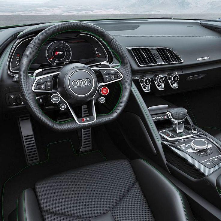 Audi R8 Spyder V10 plus 2018 Superesportivo é o modelo conversível de produção de série mais rápido da marca. Nessa versão da linha 2018 o R8 vem com motor central 5.2 V10 de 610 cv e torque máximo de 560 Nm acoplado com transmissão S tronic de sete marchas de dupla embreagem. Segundo a Audi acelera de 0 a 100 km/h em apenas 33 segundos! A velocidade máxima é de 328 km/h.  O carro tem rodas de alumínio forjadas de 19 polegadas de série - 245/35 na frente 295/35 na traseira. Todas as quatro…