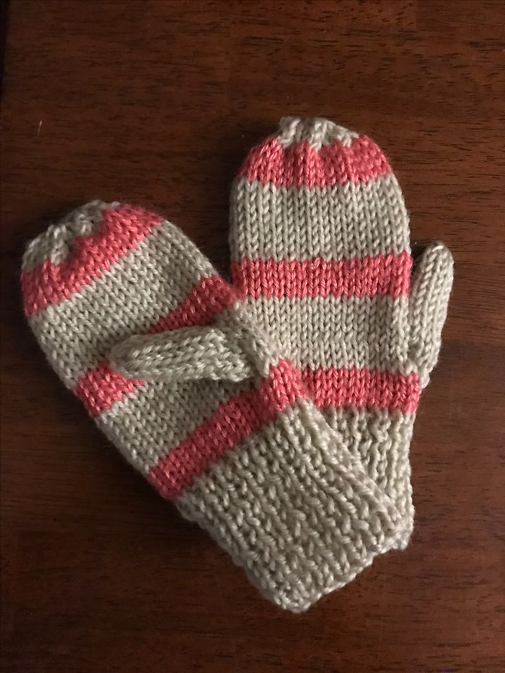 Cute knitted mitts for Lilia from scrap yarn❄️