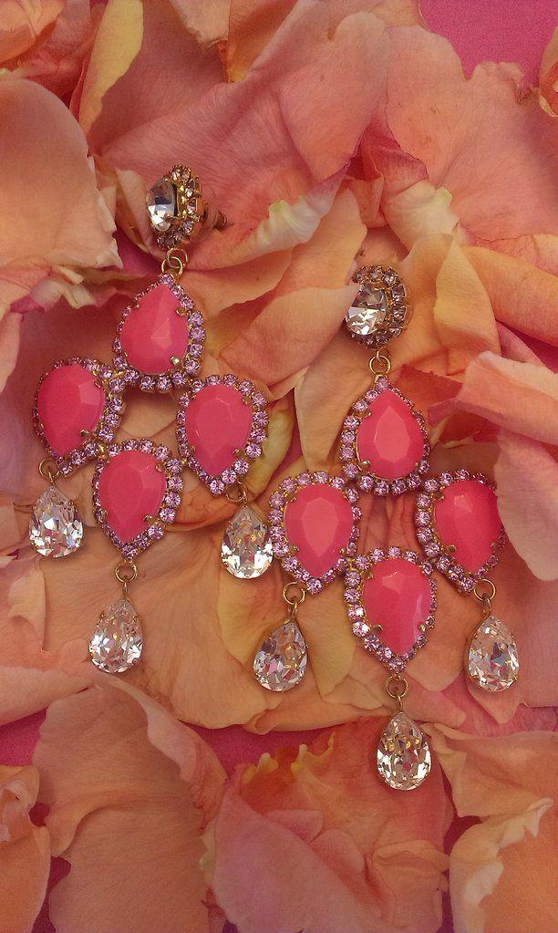 815f89e229 Σκουλαρίκια κρεμαστά μακριά σε έντονη ροζ ματ απόχρωση