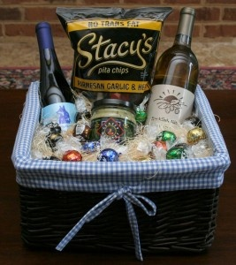Inexpensive Wedding Gift Basket Ideas : best images about gift baskets on Pinterest Gifts, Gift basket ideas ...