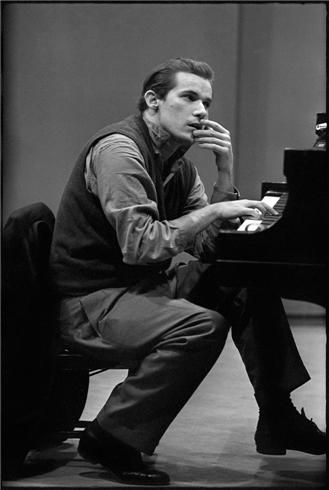 Glenn Gould ; Canadian classical pianist : writer, composer, conductor,...brilliant