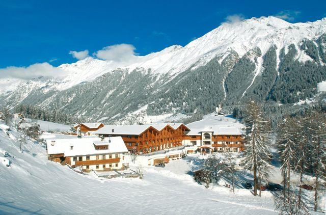 Hotel Plunhof****  Acht Geschwister plus Mutter Paula heißen Sie in Ridnaun herzlich Willkommen! Buchen Sie Ihren Aufenthalt unter: http://www.plunhof.it/