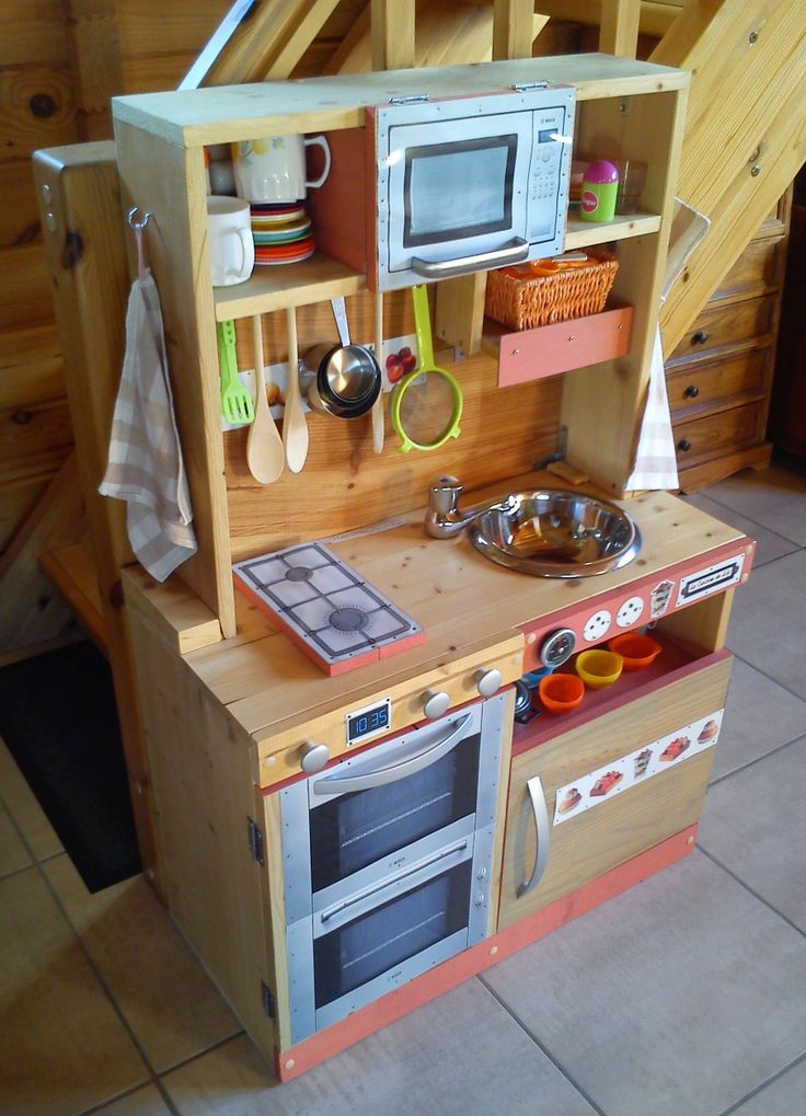 cuisini re en bois pour enfant fait maison maisonnette. Black Bedroom Furniture Sets. Home Design Ideas