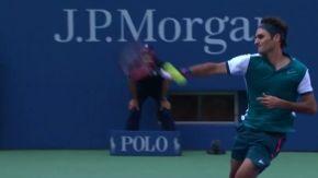 フェデラーの強烈ジャンピングショット/1回戦 全米オープンテニス2015