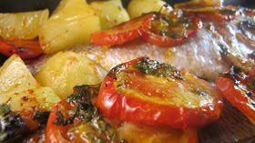 Pour ce soir, dorade au four à la portugaise.   Pourquoi portugaise?   Je ne sais pas, la recette pourrait tout aussi bien être inter...