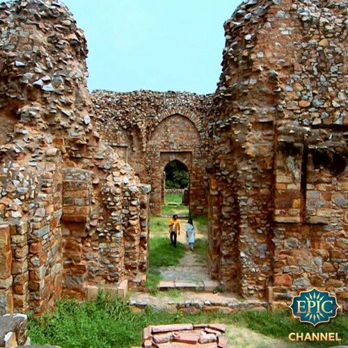 #DidYouKnow that the Mehrauli Park in Delhi contains the ruins of the Lal Kot, which was built by the Tomar Rajputs in 1060 CE, making it the oldest fort in Delhi! Follow the story of this fort and why it was abandoned with Akul only on Ekaant. #Travel #Architecture #India #tourism #Monuments #ThatsEPIC #History #Epic #Stories