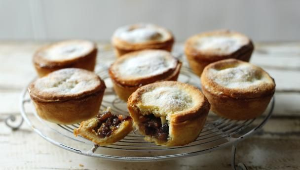 Great british bake off christmas : deep mince pies with readymade mincemeat are so delicious. No soggy bottoms, please.  Equipment and preparation: You will need a deep muffin mould with 12 holes, a round pastry cutter and a fluted pastry cutter.