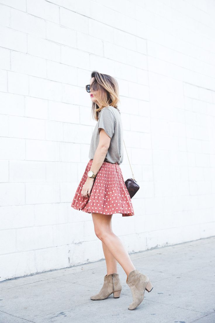 short sleeve grey tee + pink spots skirt + sunglasses + bag + booties | fall summer style