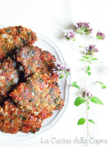 Domatokeftedes (frittelle greche alpomodoro) | #vegan #vegetarian