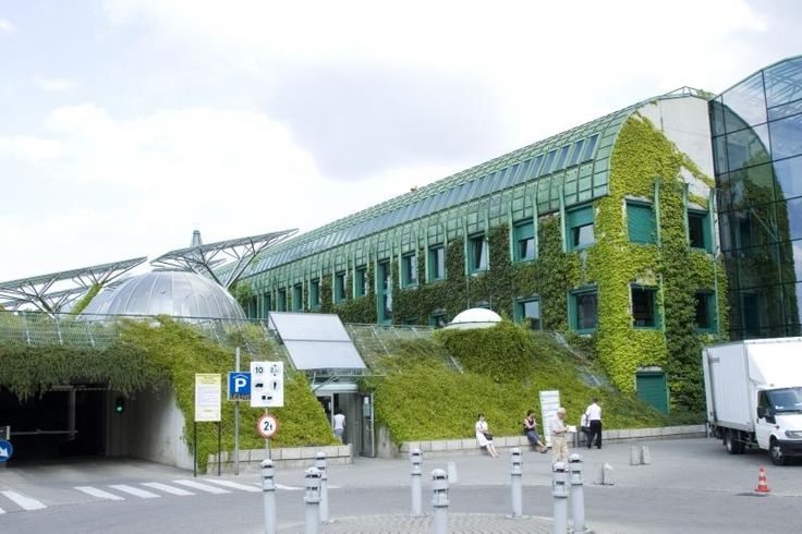 Biblioteca Pública de la Universidad de Varsovia, Polonia.  Diseñada por Marek…