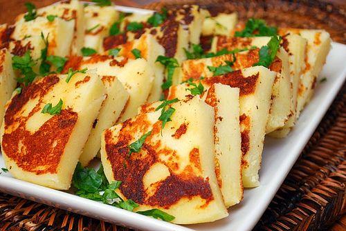 arepas con queso!! (cheese arepas)