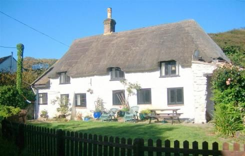 Smugglers Cottage in Osmington Mills is back by popular demand! Now taking bookings for 2014. This quirky cottage has three bedroooms sleeping 5, a dog is welcome too!