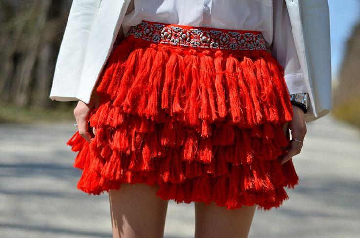 Beeswonderland: Tassel skirt on http://www.beeswonderland.com