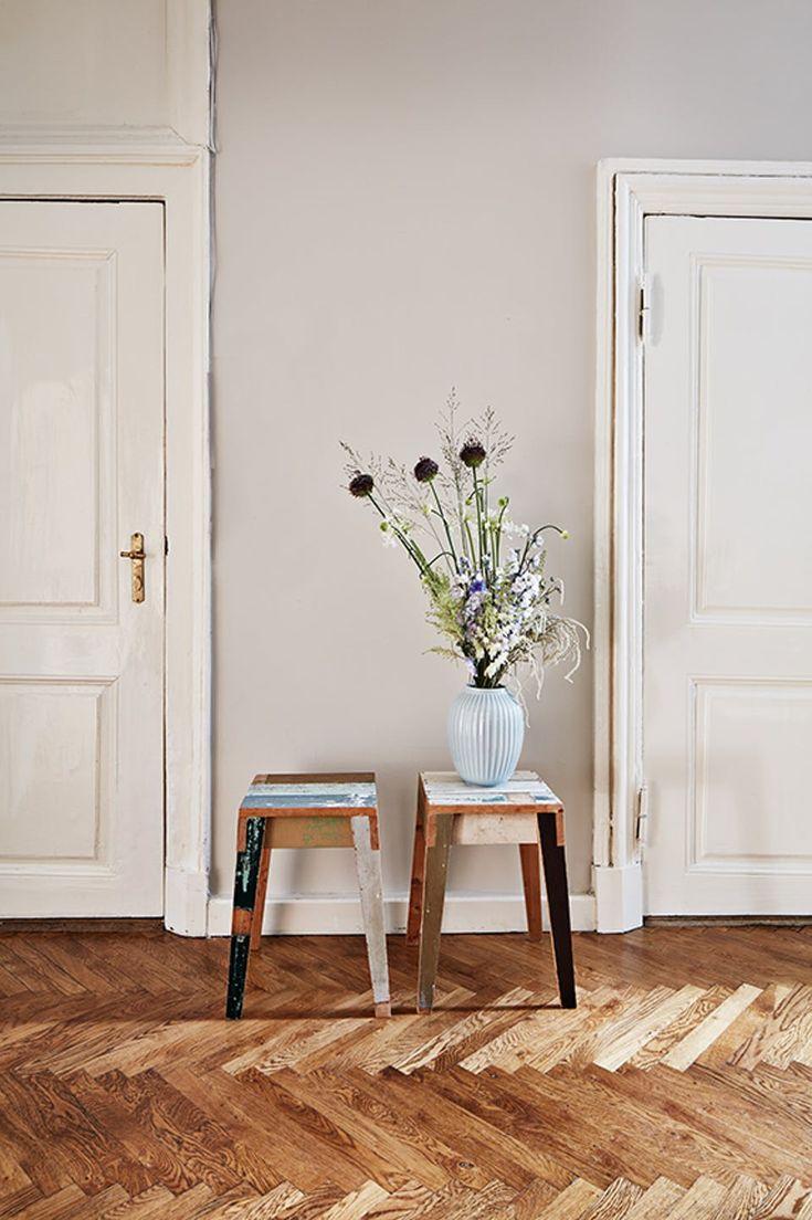 Klassisk Moderne Hjem Pa Christianshavn Today Pin Flur Einrichten Hocker Holz Wandfarbe Beige