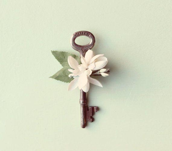 Key boutonniere, Vintage key Groomsmen, Groom, Wedding buttonhole - Key to my Heart