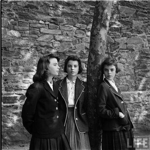 "Vintage Photo ""Teenage life in 1944"": le fotografie di Nina Leen per la rivista Life Magazine (13 FOTO) http://staypulp.blogspot.com/2016/08/vintage-photo-teenage-life-in-1944-le.html"