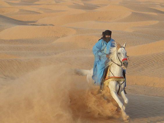 Kepemimpinan Abu Bakar   Abu Bakar adalah khalifah pertama setelah nabi Muhammad saw. wafat. Beliau dilahirkan pada tahun 571 M. Nama...