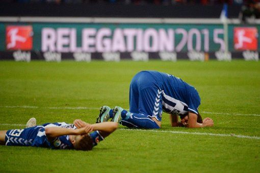 So kurz davor, dennoch gescheitert: Karlsruhe bleibt nach der 1:2-Niederlage gegen den HSV in der 2. Liga. http://www.stuttgarter-zeitung.de/inhalt.bundesliga-relegation-gegen-den-hsv-der-karlsruher-sc-bleibt-zweitklassig.832dd112-3e56-46ab-9f72-31dc90d721d7.html