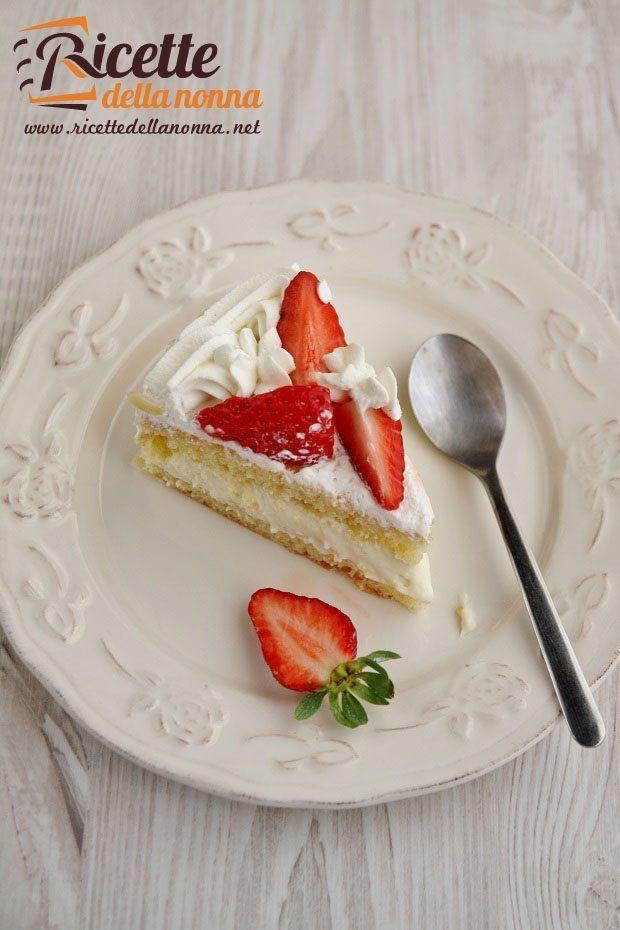 La torta alle mandorle e crema chantilly è una perfetta torta di compleanno o da utilizzare per un evento particolare.
