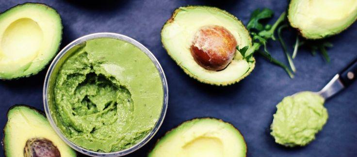 3 avokádové nátierky, ktoré vám spríjemnia raňajky