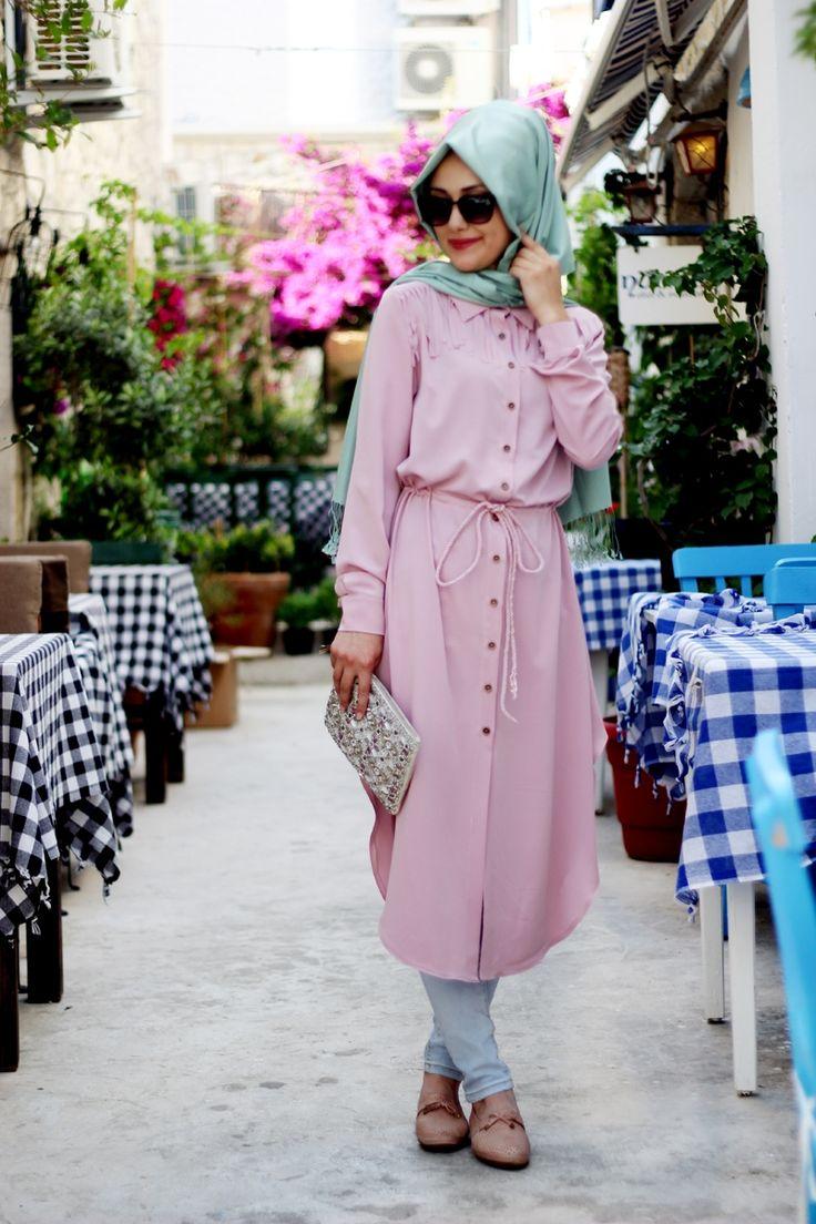 Tesettür giyim sokak modası trendleri, sokakta kullanabileceğiniz görülmeye değer kombinler ve tesettür sokak modasına ait tüm yenilikler sizleri bekliyor