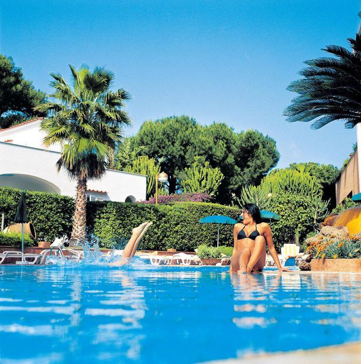 Lacco Ameno. Grand Hotel Terme Di Augusto - Hotel di prima classe con un area termale privata per fanghi e altri trattamenti, salone di bellezza, area benessere.