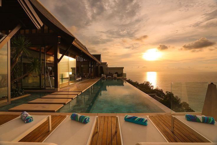 É sempre verão... E você pode aproveitar o pôr-do-sol nesta casa na Tailândia.  http://it.luxuryestate.com/p15511881-villa-in-vendita-phuket