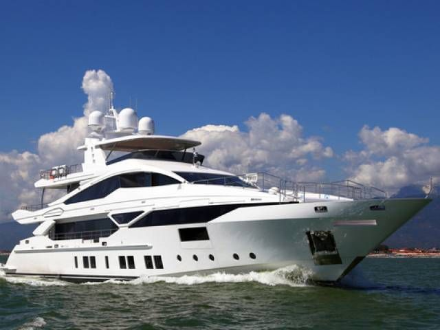 Benetti introduces the first yacht of the FAST DISPLACEMENT seriesù Benetti al varo il primo yacht della serie FAST DISPLACEMENT