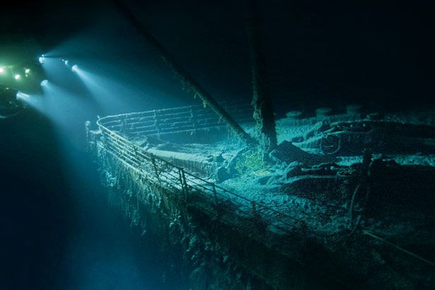 Real Titanic Photos 100 years later / NatGeo