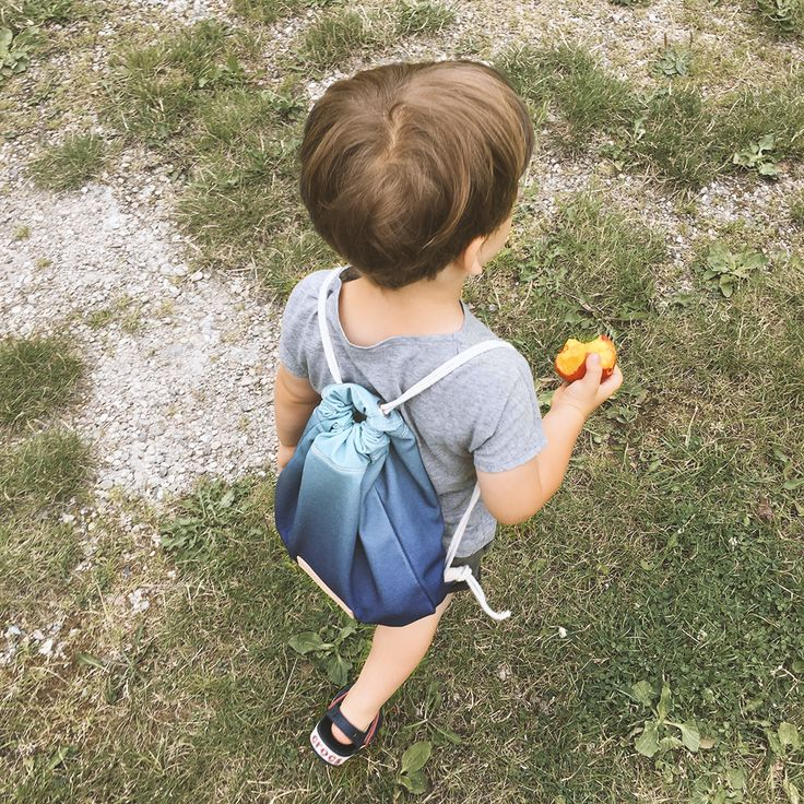 Our young tester seams to be pretty pleased with his small NOSKA . NOSKA Kids will be available soon at www.noskashop.com #Northern #Light #Rucksack #NorthernLight #NavyBlue #OpalBlue #Kids #handmade #polishbrand #drawstring #bagpack