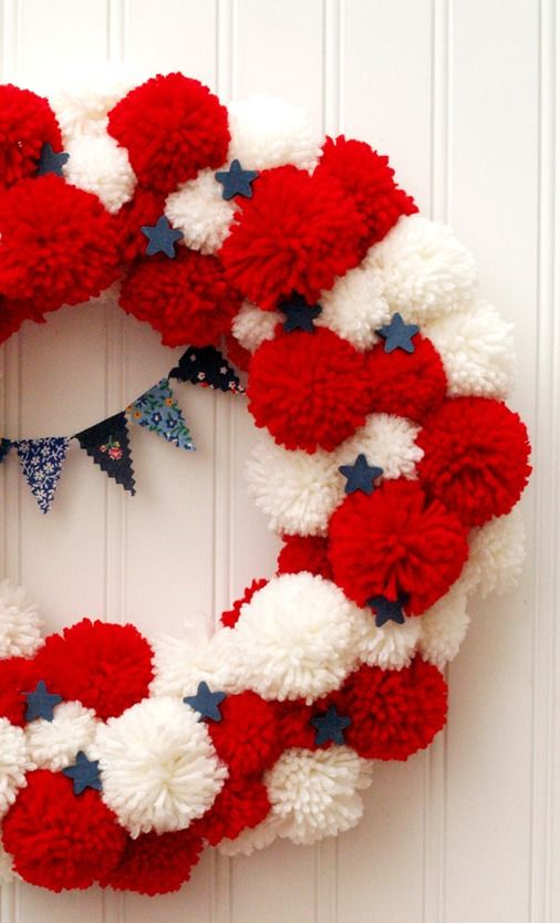 This DIY patriotic pom-pom wreath is the perfect 4th of July decoration!