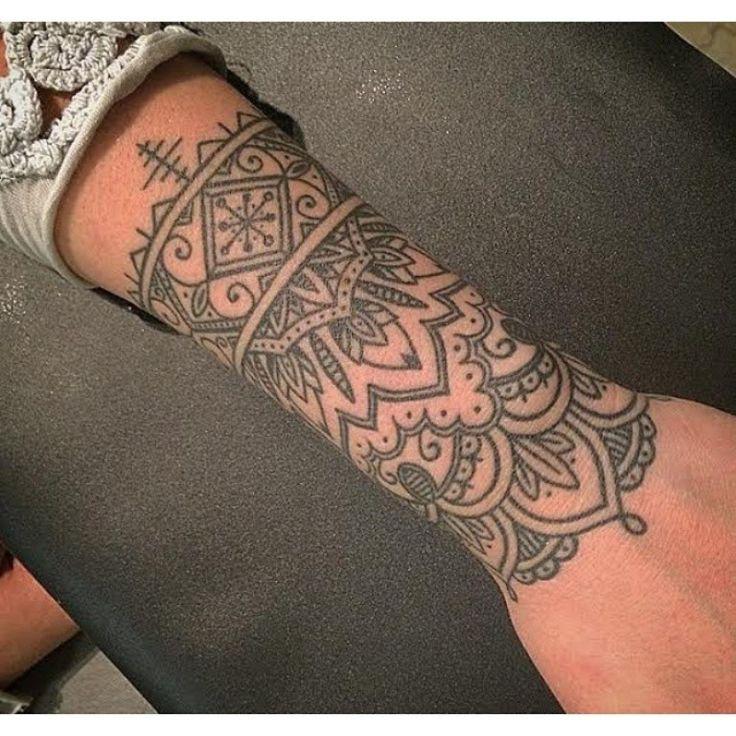tatouage mandala sur poignet pour femme tatouages pinterest tatouages mandala poignet et. Black Bedroom Furniture Sets. Home Design Ideas