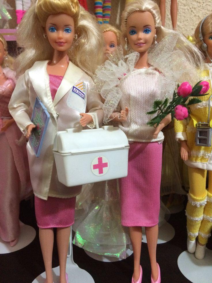 Mi Barbie Doctora de lado izquierdo se diferencia de la de Malasia por su maquillaje y sobre todo por los dos tonos de su cabello, ella es hermosa y me recuerda a mi mamá doctora