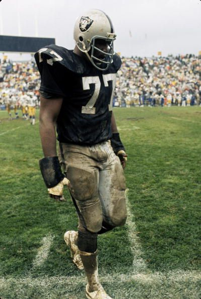 Oakland Raiders defensive end Bubba Smith during the Raiders 1710 victory over the San Diego Chargers on November 17 1974 at the OaklandAlameda...