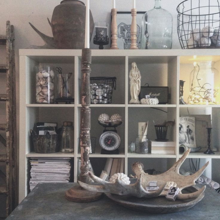 Livingroom. Bookshelf. France.