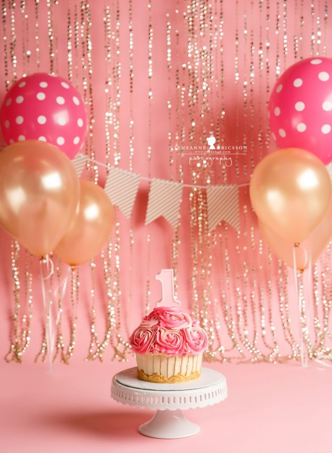 K is one! – Northern California Cake smash photographer » Jeneanne Ericsson Photography girl pink and gold giant cupcake