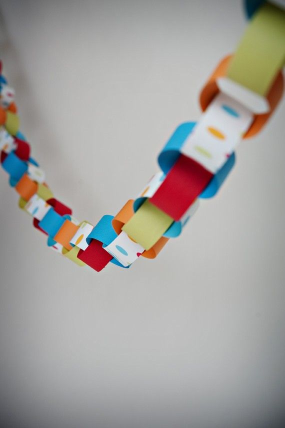 17 best images about paper chain ideas on pinterest preschool activities activities and gift wrap. Black Bedroom Furniture Sets. Home Design Ideas