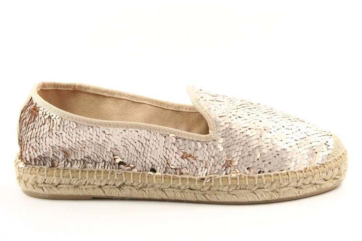 Wow, wat een leuke espadrilles met pailletten. Ook deze leuke schoenen zijn nu in de uitverkoop en je vindt ze via Aldoor. #dames #mode #schoenen #lente #zomer #espadrilles #glitter #pailletten #goud #beige #sale