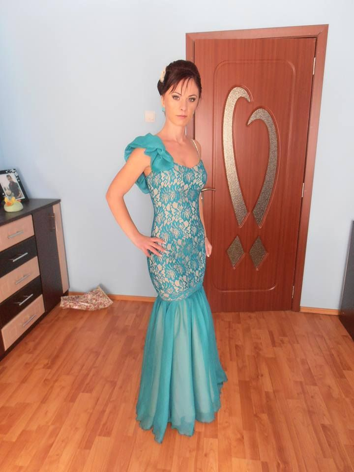 Sandra - turquoise lace evening dress