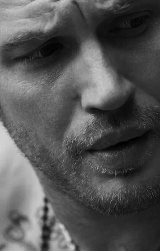 I love this close up, one of my favorite photo shoots. Tommy Hardy you're heaven