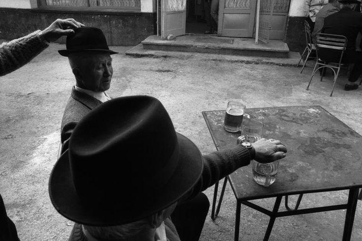 Nikos Economopoulos. Transylvania. Café. Romania. 1990.