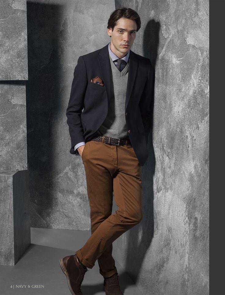 Ανδρικό σακάκι, παντελόνι, πουλόβερ και πουκάμισο Navy&Green από τη συλλογή City Elegance.