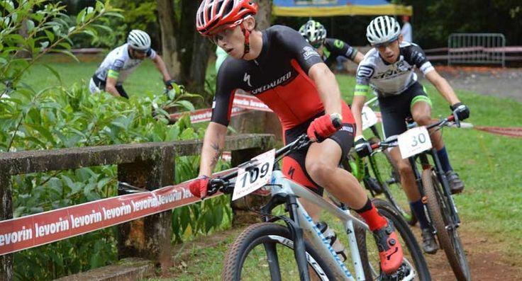 Bruna Elias é da geração de ouro do MTB brasileiro! A ciclista consagrou-se campeã junior feminino na 1ª etapa da Copa Internacional de Mountain Bike, disputada em Araxá (MG) na sua estréia na categoria na competição mais importante da América do Sul,   #bike #ciclismo #competição de mtb #mountain bike #mountainbike #MTB