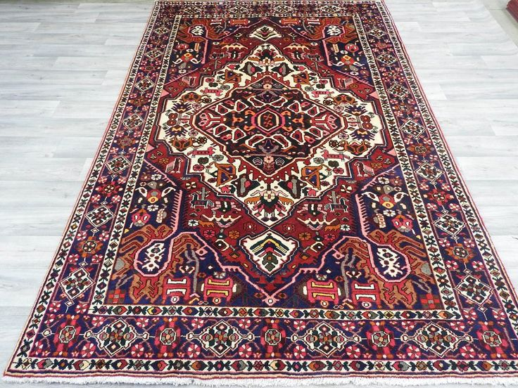 Persian Hand Knotted Bakhtiari Rug Size: 300 x 195cm