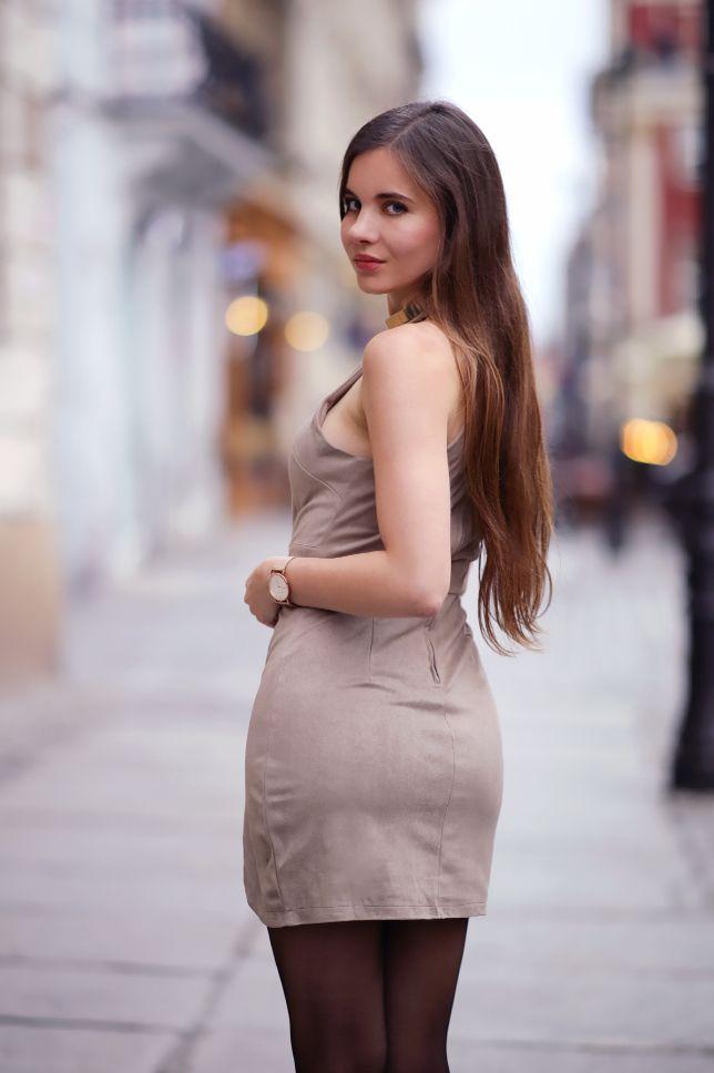 Zamszowa Krotka Sukienka Czarne Rajstopy Lakierowane Szpilki I Zloty Zegarek Ari Maj Personal Blog By Ariadna Majewsk Photographie Artistique Photographie